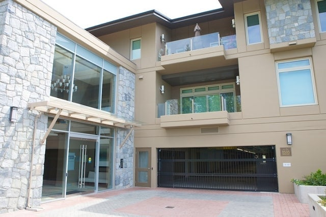 The Aerie   --   2535 GARDEN CT - West Vancouver/Whitby Estates #6