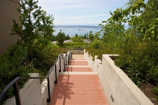 The Aerie   --   2535 GARDEN CT - West Vancouver/Whitby Estates #7