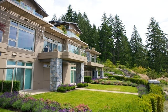 The Aerie   --   2535 GARDEN CT - West Vancouver/Whitby Estates #18