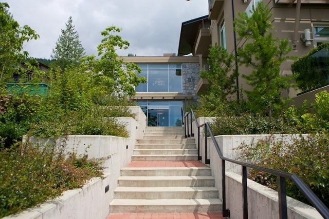 The Aerie   --   2535 GARDEN CT - West Vancouver/Whitby Estates #29